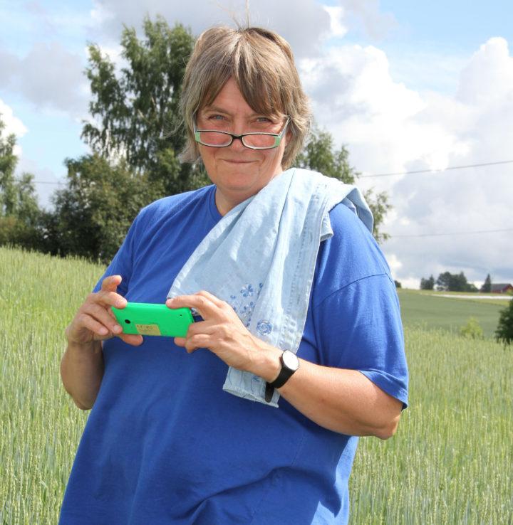 – Å dyrke både moderne og gamle kornsorter vil gi enda mer mangfold, både for smak og ernæring, sier forsker Anne-Kristin Løes (Foto: Eva Pauline Hedegart)