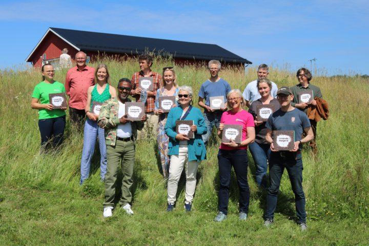 Sammen med de to redaktørene var elleve av forfatterne til stede under lanseringa. (Foto: Svein Skøyen)
