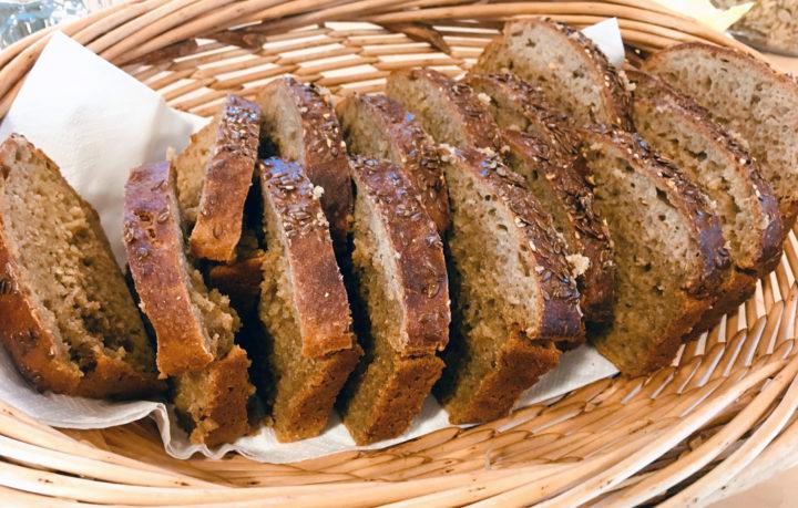 Utmerket brød kan lages av mel fra gamle kornsorter dyrket i Nord-Trøndelag (Foto: Anita Land)