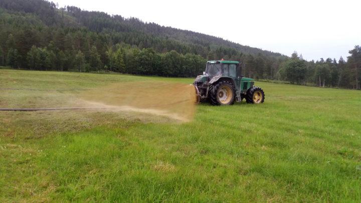 Prosjektet skal finne ut om man kan produsere rågass lokalt, i stedet for å sende gjødsel over store avstander til sentrale biogassanlegg.  (Foto: Rose Bergslid)