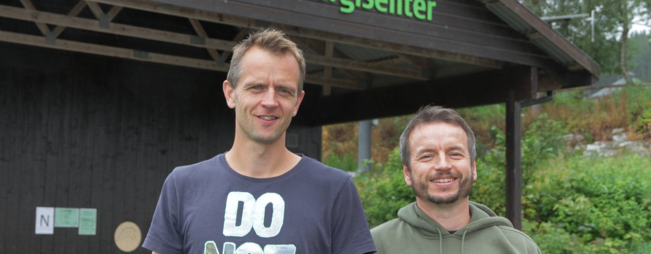 Sigbjørn Drøpping og Invar Kvande kan gi råd om egen energiproduksjon. (Foto: Anita Land)
