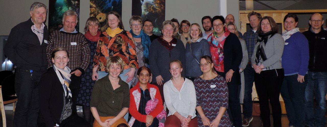 Deltakere på prosjektverksted ved Runde Miljøsenter (Foto: Kirsty McKinnon)
