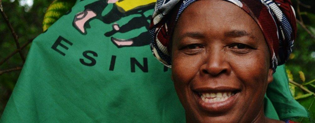 Elizabeth Mpofu er leder av La Via Campesina, den største internasjonale organisasjonen for småbønder, jordløse, landbruksarbeidere, urfolk, og de som lever av det som kan dyrkes og høstes i skogen.  (Foto: La Via Campesina)