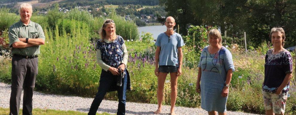 Fra venstre: Gerold Rahmann. Klaudia Rahmann. Forsker Mattias Koesling, NIBIO. Forsker Anne-Kristin Løes og Kristin Sørheim, NORSØK.  (Foto: Vegard Botterli)