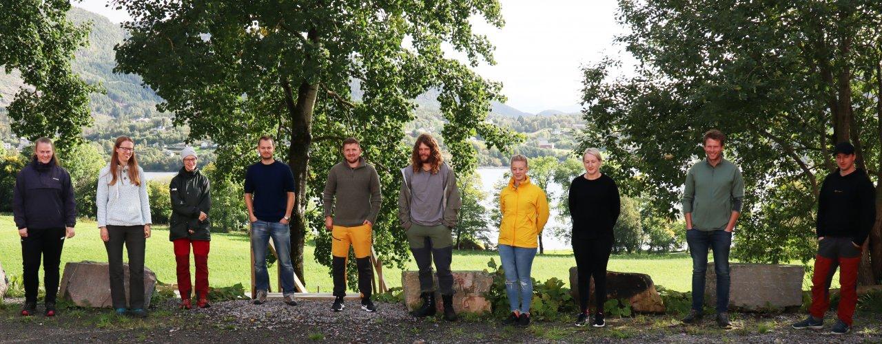 Studenter fra Gjermundnes VGS ved undervisningssamling på Tingvoll Gard (Foto: Vegard Botterli)