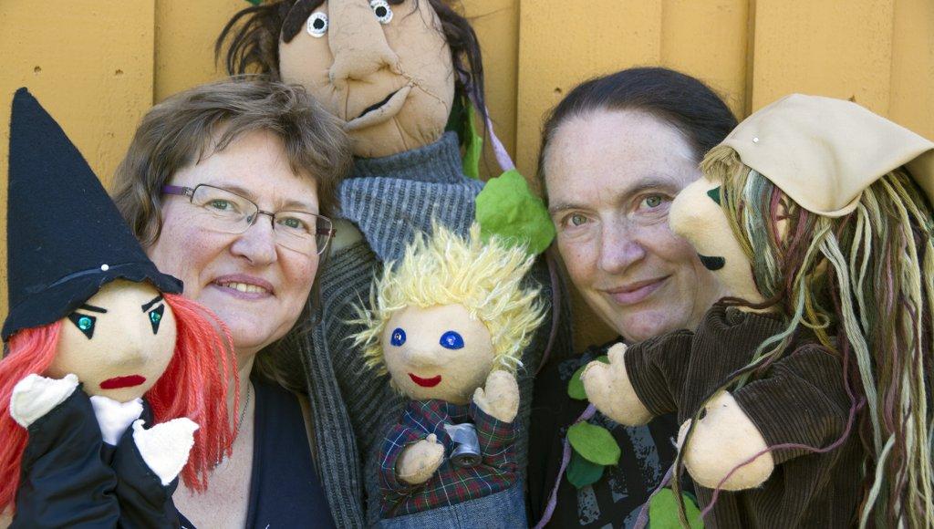 Rådgivere Kirsty McKinnon og Susanne Fris Pedersen ved NORSØK byr på nok en innholdsrik kjøkkenhagedag på Tingvoll gard. I år bli det også dukketeater.