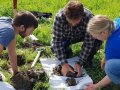 """Day-seminar on soil and """"Jordlappen"""" for farmers, advisers and students.  (Photo: Reidun Pommeresche)"""